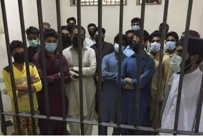 All these people are jailed because they did not maintain the 6 feet rule in pakistan.