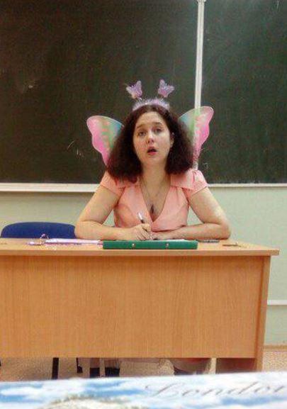 Учительница в костюме феи
